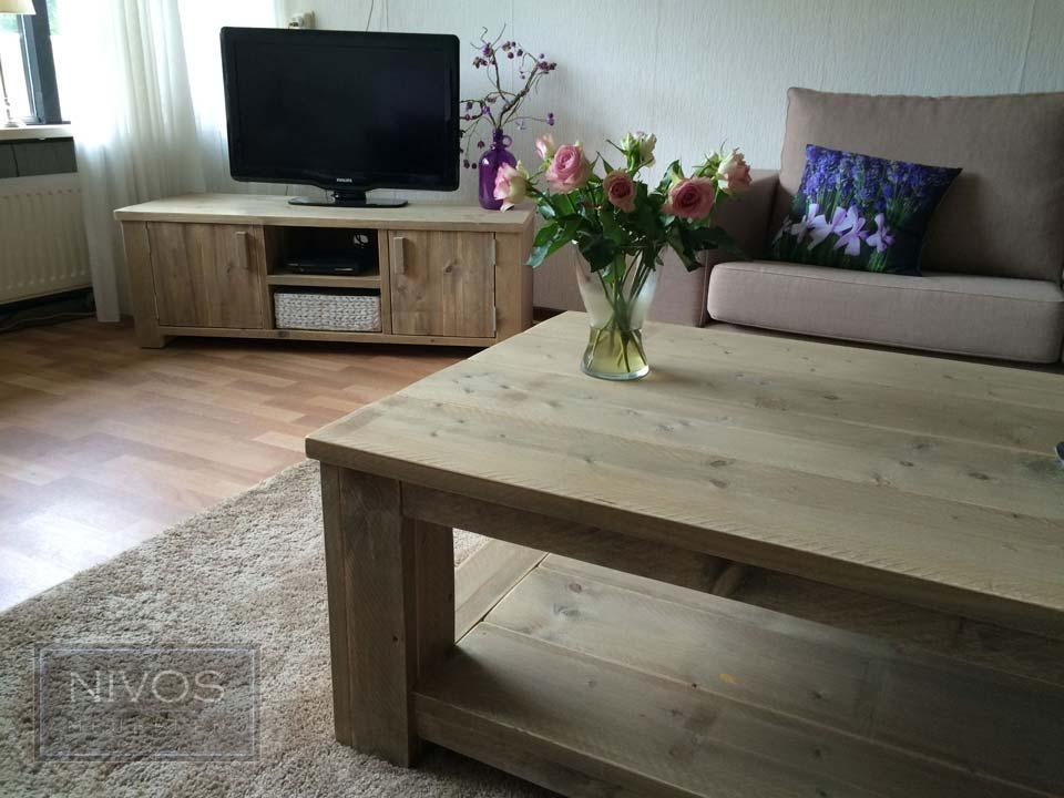 Tv-meubel-en-salontafel-van-steigerhout