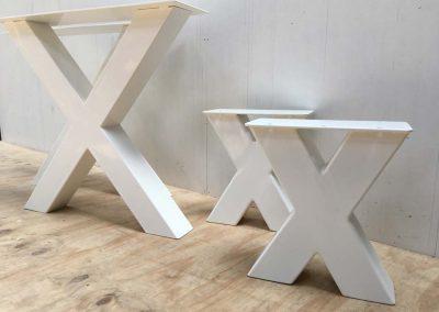kruisonderstel-wit-tafel-bankje