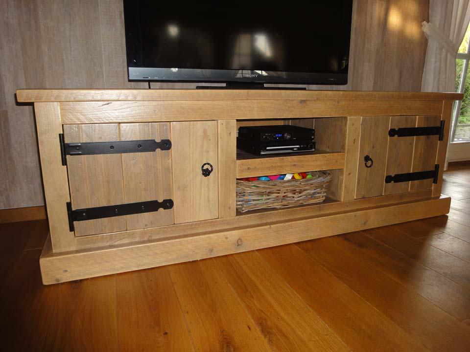 tv-meubel-zwart-beslag