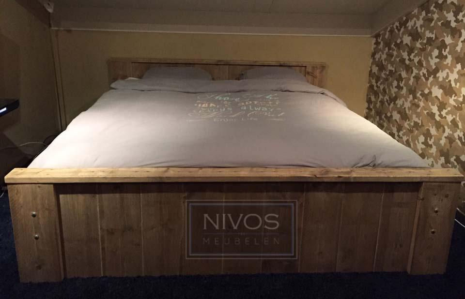 2-persoons-bed-van-steigerhout