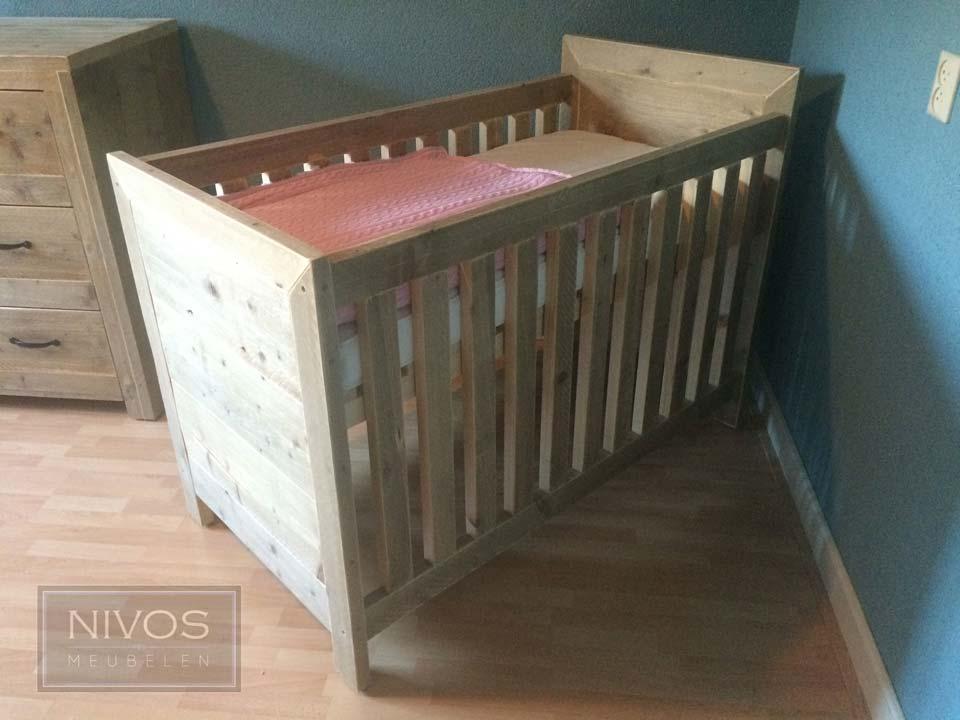 Babyledikant-steigerhout-gelakt