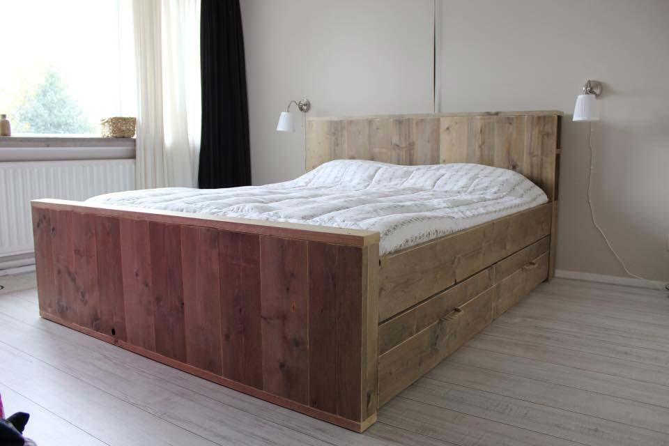 steigerehouten-bed-lades