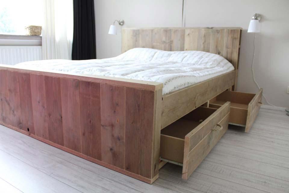 steigerhouten-bed--grote-lades