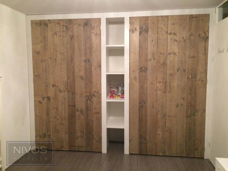 inbouwkast-met-steigerhouten-deuren